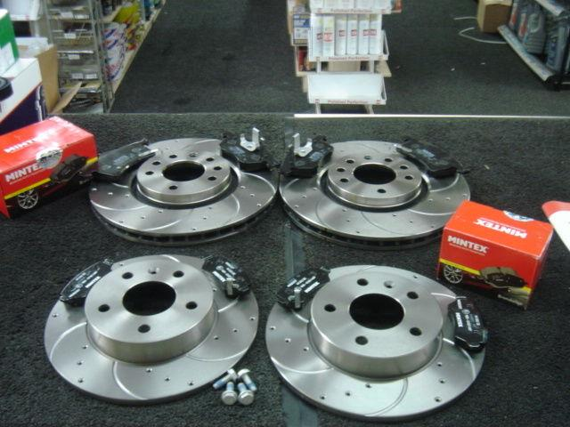 Vauxhall Astra G Coupe Convertible Brake Disc Dimpled Grooved Mintex Pads